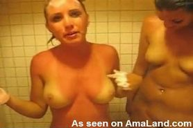 amateur college girls showering