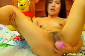Slim yet sexy Asian in webcam super show