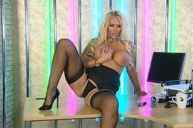 Bimbo Lucy Zara chat on TV 8 secretary