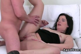 Amateur bbw jerks off dick to orgasm on casting