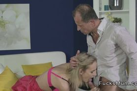 Blonde Milf gets cunt banged in bed