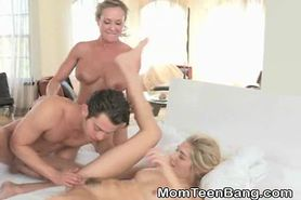 MILF And Teen Swapping Facial Load