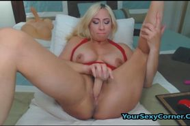 Blonde Cougar Love Toying Her Wet Pussy And Vibrat
