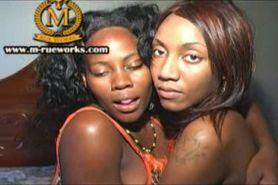 2 geile zwarte lesbians en dildo