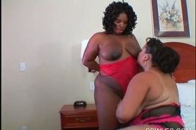 Close-up with ebony cunt licked by lesbo BBW