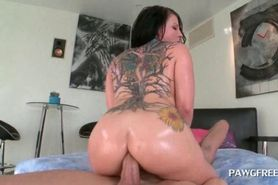 Slutty babe takes huge cock for an deep anal