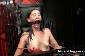 BDSM tit-torture.