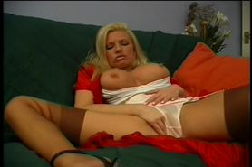 Sexy Housewife Masturbates For You