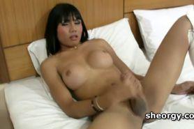 Asian tranny Sunny fellates thick hard shaft