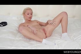 Teen excited blonde hottie fucks herself to strong orga