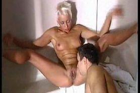 Mandy Mystery in der Sauna gefickt