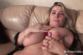Blonde mature gets phat snatch fingered