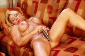 muscle lady masturbating