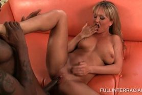 Sexy MILF spreads wide and gets black hard fucked