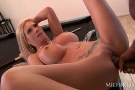 Black stud drilling mommys craving bald snatch on pool