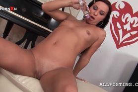 Naked temptress dildoing ass gets body oiled