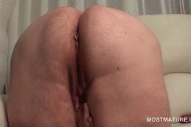 Chubby mature dildo fucking her snatch