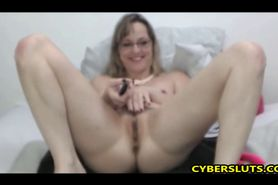 Mature Mom is So Horny And Lonely