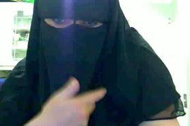 Cam: Hijab Woman showing her big tits