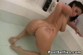 Hot Big Boobs Brunette Shows Naked In Bathtub